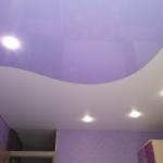 натяжной потолок с двух полотен